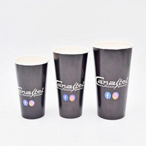 Trois tailles de gobelets pour boissons froides.
