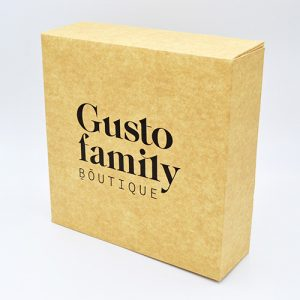 Boîte pâtissière en carton.